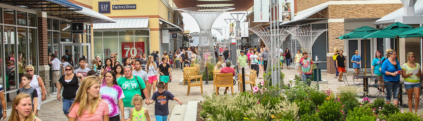 Taubman Prestige Outlets Chesterfield is the best located outlet center in the St. Louis market with the opportunity to add a range of value-price, full-price, big-box, dining, and entertainment venues in one convenient location.